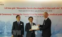 Reconocen investigaciones de medicina de Vietnam con premio Alexandre Yersin