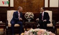 Presidente vietnamita recibe a diplomáticos extranjeros