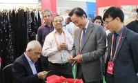 Vietnam se suma a la sexta feria internacional de seda en la India