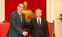 Venezuela insiste en fortalecer relaciones con Vietnam para salvar la economía nacional