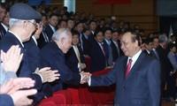 Premier vietnamita evalúa la implementación de las tareas del sector de petróleo y gas