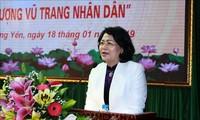 Honran a personas meritorias con la Revolución en Hung Yen