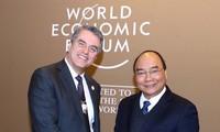 Premier vietnamita se reúne con el rey belga y ejecutivos de corporaciones mundiales en el marco del FEM 2019