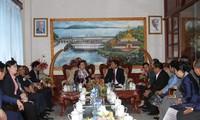 Presidenta del Parlamento vietnamita aboga por estrechar cooperación con Laos