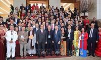 """Programa """"Primavera en la tierra natal"""" promueve unidad entre vietnamitas dentro y fuera del país"""