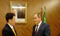 Presidente argelino exalta logros de Vietnam en camino de desarrollo