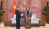Presidenta del Parlamento vietnamita recibe al nuevo embajador indio