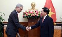 Vicepremier vietnamita da bienvenida al nuevo embajador francés