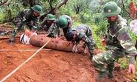 Vietnam por mitigar las secuelas de bombas y minas