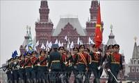 Líderes vietnamitas felicitan a sus homólogos rusos por el 75 aniversario del Día de la Victoria
