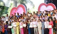 Reconocen a familias vietnamitas más destacadas en 2020