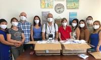 Entregan mascarillas a la comunidad vietnamita en la República de Chipre