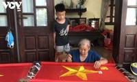 Tu Van, la aldea artesanal dedicada a la confección de la bandera nacional