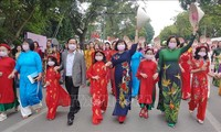 Hanói enaltece la túnica tradicional Ao Dai