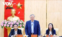 Líderes vietnamitas felicitan a las localidades con motivo del Tet