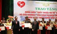 Da Nang honra al personal sanitario más sobresaliente en 2020