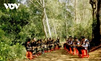 Intercambio artístico entre jóvenes apasionados por los gongs en Buon Ma Thuot