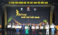 Se celebraron figuras jóvenes vietnamitas por sus méritos sobresalientes en 2020