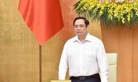 Premier vietnamita orienta la implementación del doble objetivo en medio del covid-19