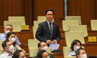 Parlamentarios vietnamitas apuntalan al combate anti-coronavirus para el desarrollo socioeconómico