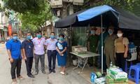 Muchas comunidades de Hanói se involucran en la lucha contra el covid-19