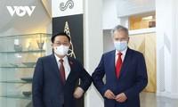 Titular del Parlamento vietnamita conversa con el presidente de Finlandia