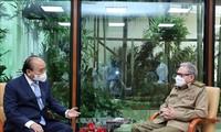 Presidente vietnamita Nguyen Xuan Phuc se reúne con el general cubano Raúl Castro Ruz
