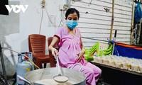 """Gesto caritativo de Le Thi Ngoc Phuoc: """"Seguiré cocinando hasta que dé a luz"""""""