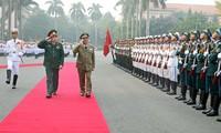 タイン国防相、キューバ代表団と会談