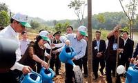 チョン党書記長・国家主席 「ホーチミン主席の恩を思う」植樹運動に参加