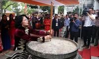 ティン国家副主席 2人の女性英雄チュン姉妹に線香を手向ける