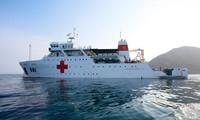 東部海域沖合の病院船