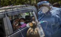 新型コロナ:インドの死者数、2日連続4000人超