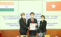 インドに呼吸器100台を贈呈