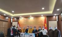 ベトナム仏教協会 インドに呼吸器と酸素濃縮器を寄贈