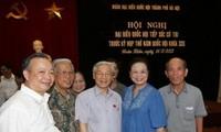 Sekjen Nguyen Phu Trong melakukan kontak dengan para pemilih dua kabupaten kota Hoan Kiem dan Tay Ho, kota Hanoi