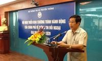 Menggelarkan program aksi Pemerintah tentang  informasi luar negeri  tahap 2013-2020.