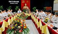 Kepala Komite  Pemeriksaan Komite Sentral  Ngo Van Du melakukan temu kerja di provinsi Binh Dinh.