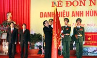 Presiden Vietnam Truong Tan Sang mengunjungi kabupaten Dan Phuong , kota Hanoi