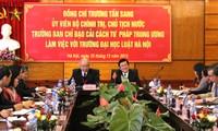 Membangun Sekolah Tinggi Hukum Hanoi menjadi sekolahan titik berat   untuk bisa memenuhi  proses reformasi hukum