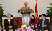 Deputi PM, Menlu Vietnam Pham Binh Minh menerima para Dubes  Thailand dan  Pakistan sehubungan dengan awal masa baktinya di Vietnam