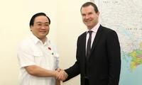 Deputi PM Hoang Trung Hai menerima Sekjen CITES