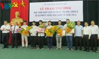 Kementerian Pendidikan dan Pelatihan Vietnam memuliakan pelajar yang  memperoleh  hadiah Olympiade  Informatika dan Bahasa Rusia.