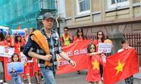 Komunitas  orang Vietnam di luar negeri terus memprotes tindakan salah Tiongkok di Laut Timur.