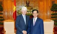 PM Vietnam, Nguyen Tan Dung meneriman mantan Presiden AS, Bill Clinton