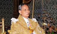 Raja Thailand mengesahkan UUD sementara