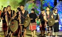 """Menganeka-ragamkan aktivitas-aktivitas  budaya pada  Hari –hari  """"Persatuan Besar  ASEAN"""""""