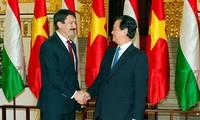 PM Nguyen Tan Dung  mengadakan pertemuan dengan Presiden Hungaria, Ader Janos.