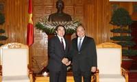 Deputi PM Vietnam, Nguyen Xuan Phuc menerima delegasi provinsi Louang Phrabang-Laos.