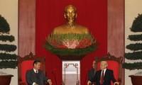 Laos akanbersama dengan Vietnam selama-lamanya mempertahankan dan  memupuk hubungan solidaritas istimewa Laos Vietnam